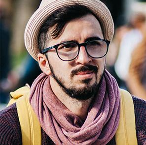presentazione sito professionisti uomo cappello sciarpa Italy web marketing