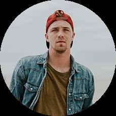 Creazione sito web per palestre ragazzo con cappello italy web marketing