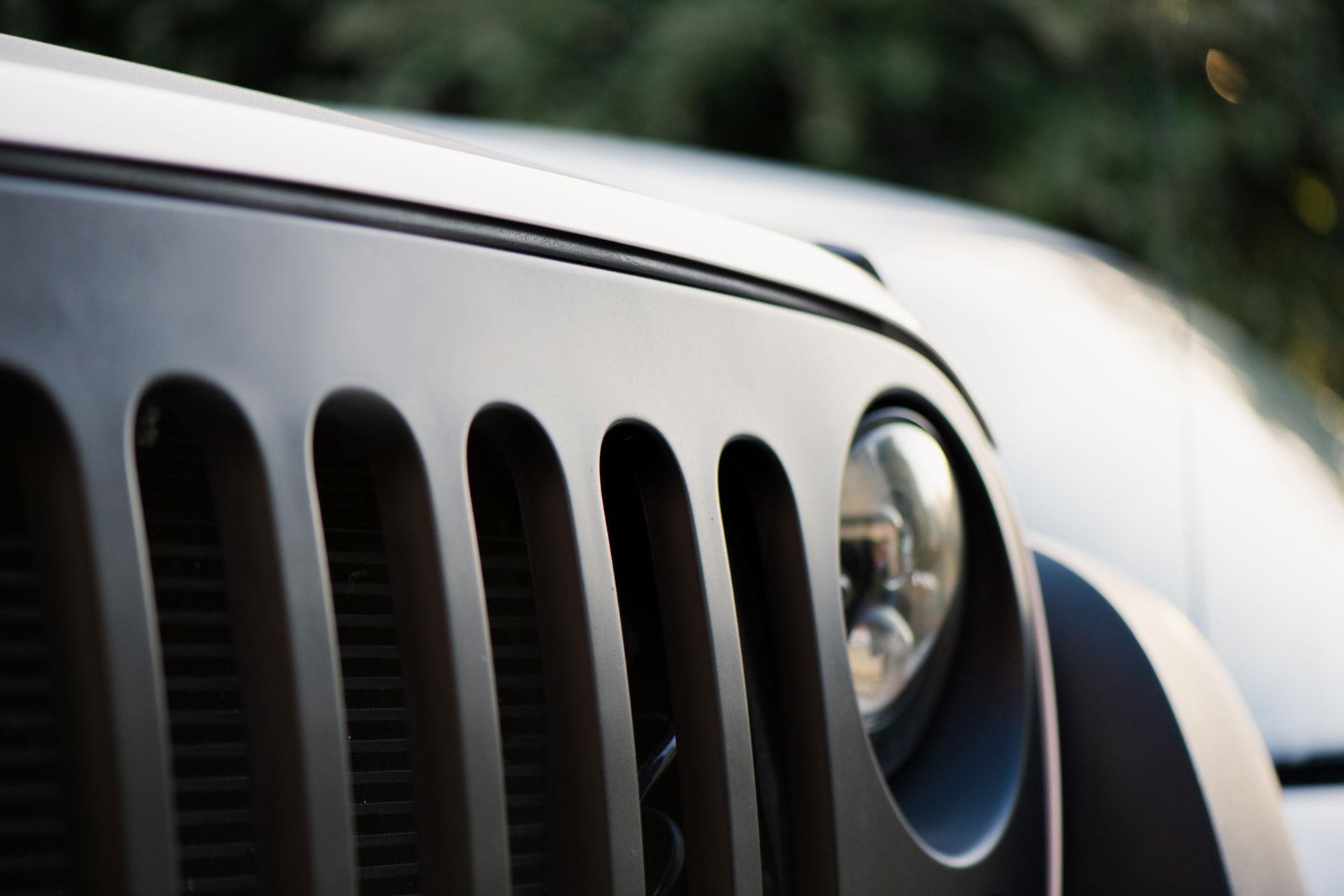 Italy web marketing auto jeep dettaglio cofano